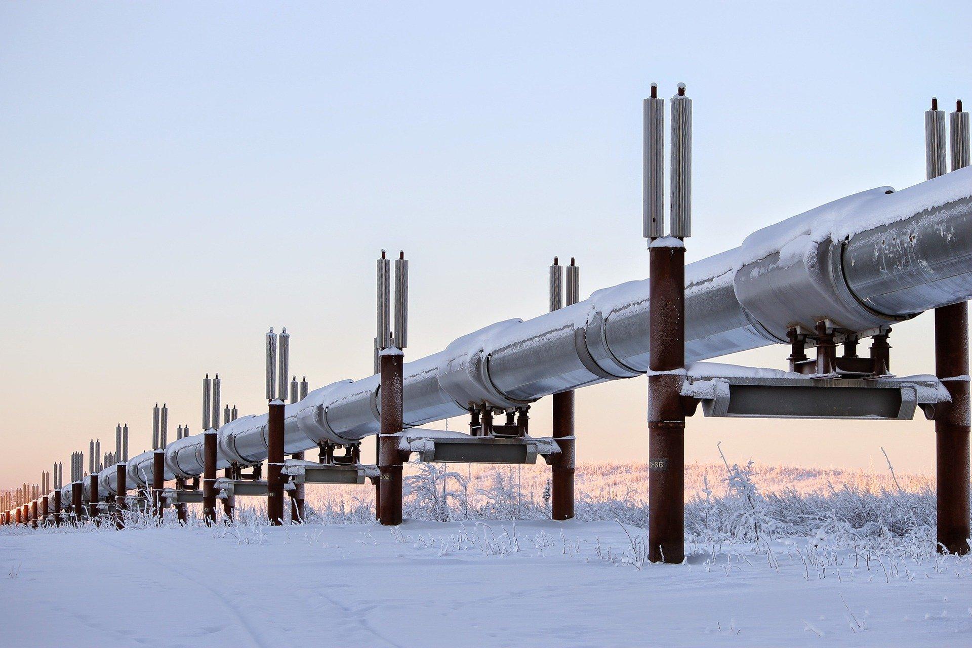 Bild einer Ölleitung in Alaska im Winter